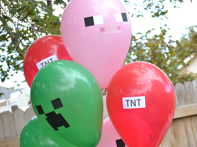Super easy DIY balloons for a Minecraft party